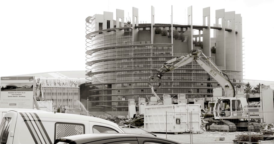 strasburg : STRASBOURG, FRANCE - CIRCA 2016: Large construction site with European Parliament Headquarter building in Strasbourg in the background with Liebherr excavator working black and white