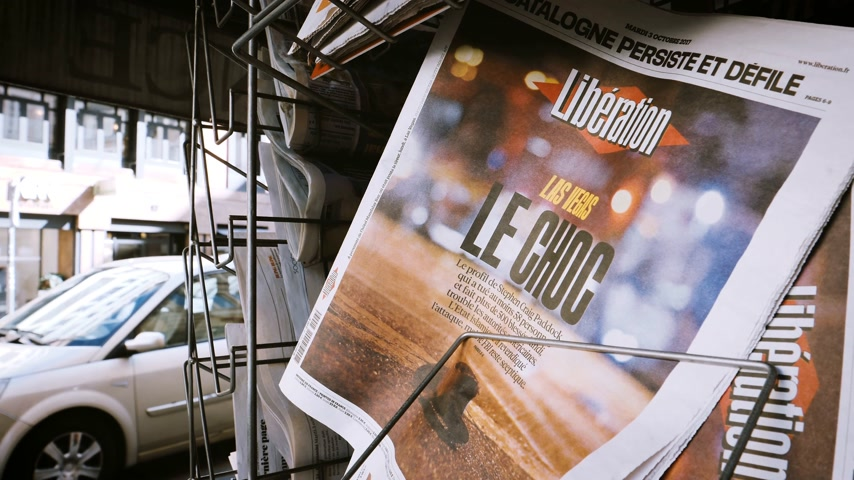 gunman : PARIS, FRANCE - OCT 3, 2017: Liberation French newspaper with socking title and photo at press kiosk about the 2017 Las Vegas Strip shooting in United States with about 60 fatalities and 527 injuries Stock Footage