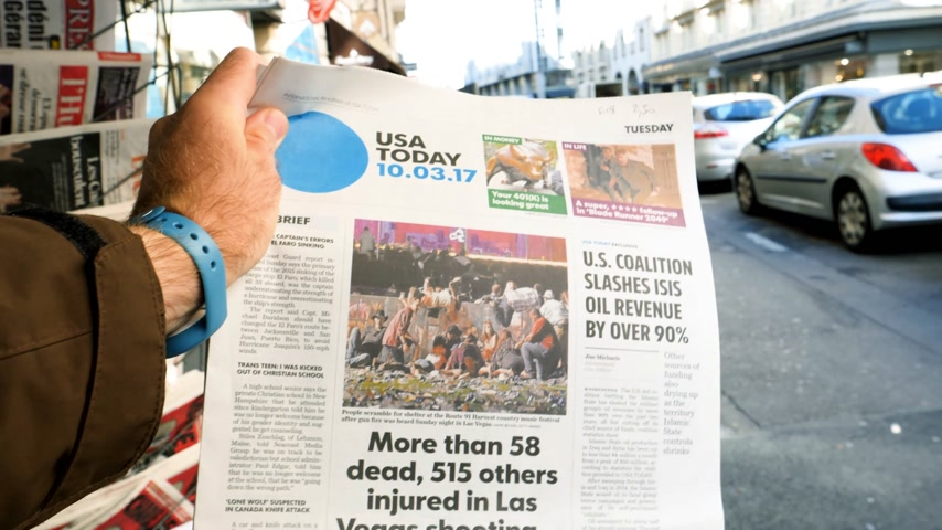 usa today : PARIS, FRANCE - OCT 3, 2017: Man buying USA Today newspaper with socking title and photo at press kiosk about the 2017 Las Vegas Strip shooting in United States with about 60 fatalities and 527 injuries Stock Footage