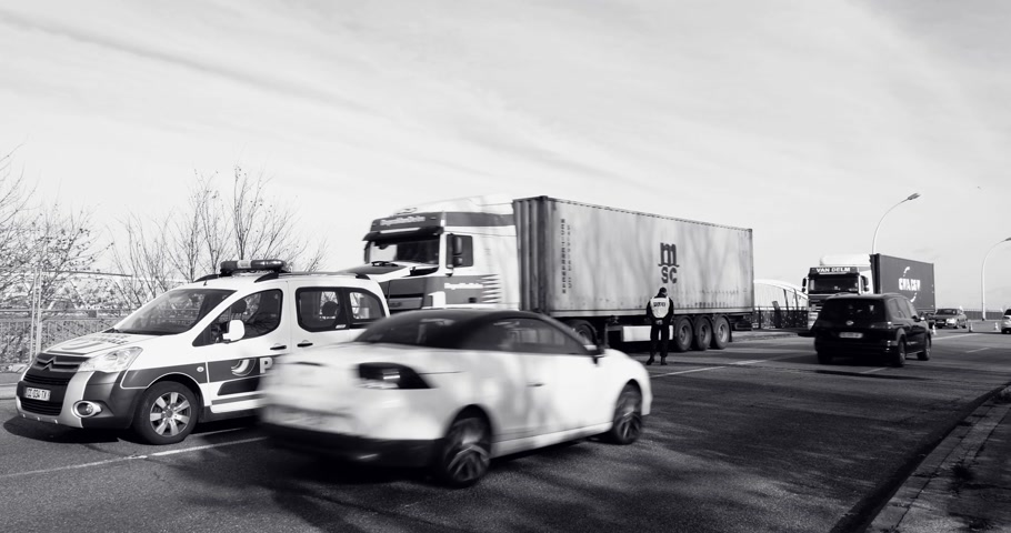 vigilância : STRASBOURG, FRANCE - NOV 14 2015: Cars trucks driving slow near French Police officer car checking vehicles on the border between Strasbourg and Kehl Germany, as a security measure attacks in Paris