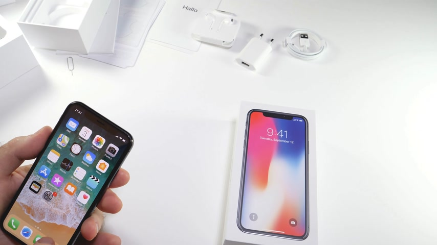 concordar : PARIS, FRANCE - NOV 3, 2017:  Man POV unboxing of the latest Apple iPhone X 10 smartphone in white studio background home screen apps settings AAPL stock market