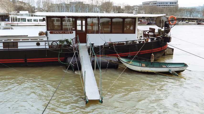 boathouse : PARIS, FRANCE - JAN 30, 2018: Houseboat barge peniche on the overflow floodings embankments on the Seine river in Paris after heavy rains - news footage aerial still drone black and white