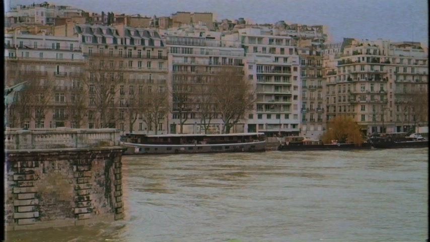 bir hakeim bridge : Vintage effect VHS over View from Pont de Bir-Hakeim of French architecture and swollen river Seine embankments overflow floodings in Paris - news footage