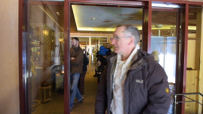 выход : MUMMELSEE, GERMANY - CIRCA 2018: German people customers exiting entering the Restaurant door Am Mummelsee - luxury restaurant and hotel in Black Forest