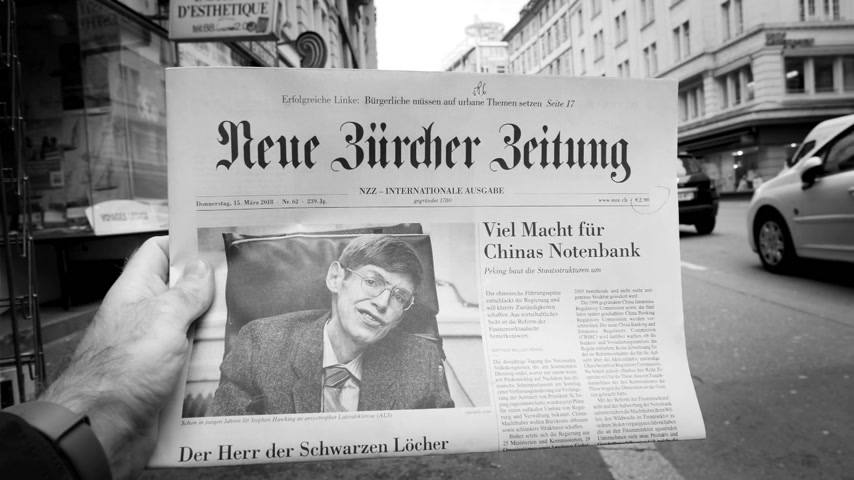 físico : PARIS, FRANCE - MAR 15, 2018: Swiss Neue Burcher Zeitung newspaper with portrait of Stephen Hawking the English theoretical physicist, cosmologist dead on 14 March 2018 outdoor press kiosk black and white,