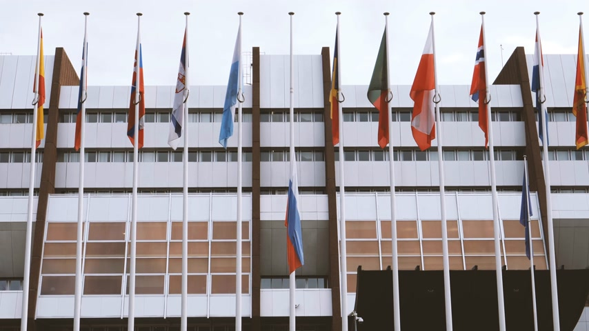 national day of mourning : Flag of Russia flying half-mast at Council of Europe - tribute and mourning of victims of fire at the shopping centre Kemerovo Stock Footage