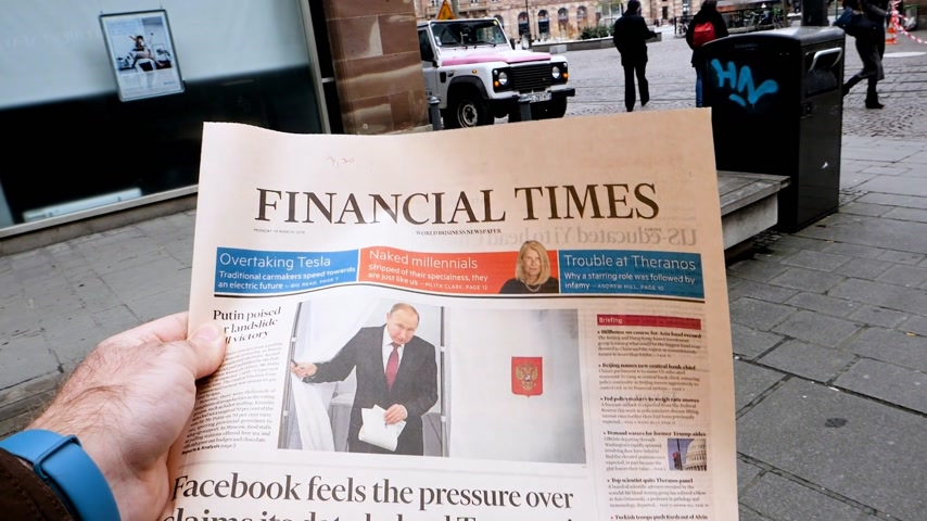 authoritarian state : PARIS, FRANCE - MAR 19, 2017: Man reading buying British Financial Times newspaper at press kiosk featuring Russian presidential election from 2018 with the winner Vladimir Putin - slow motion Stock Footage