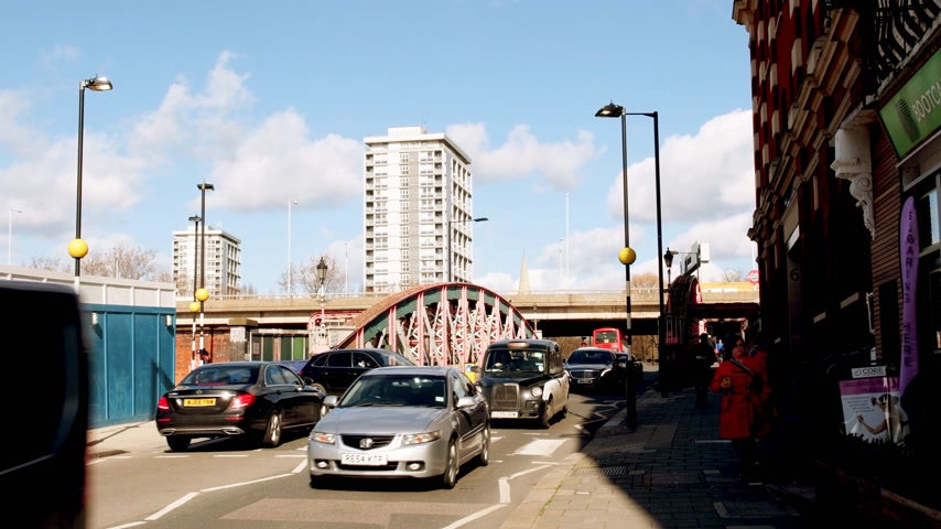 london cab : LONDON, UNITED KINGDOM - CIRCA 2018: Cars and luxury Mercedes-Benz driving on the Lord Hills Bridge W2 in City of Westminster with fluid traffic during summer day and view to the Gaydon House Stock Footage
