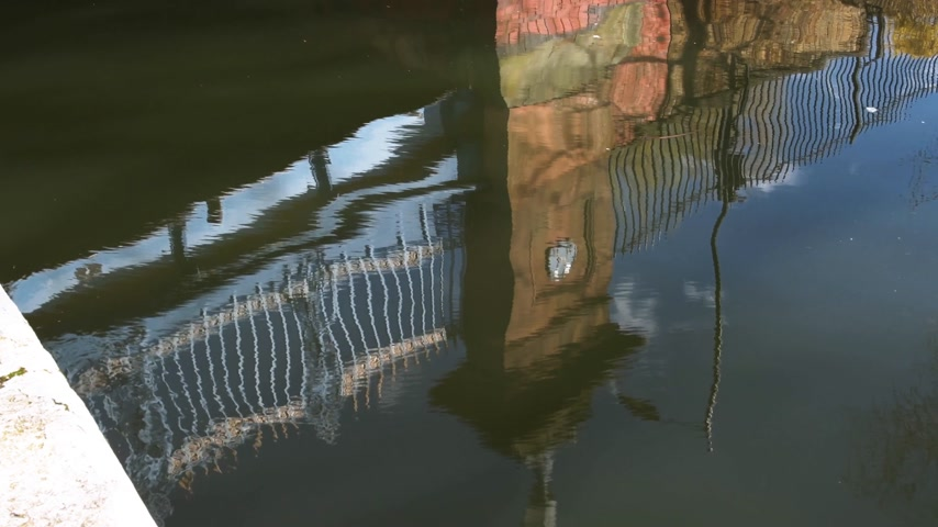 westminster : Reflection of bridge pillar in Little Venice water in central London Stock Footage
