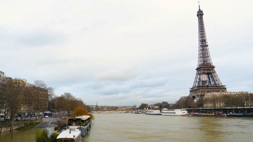 boathouse : PARIS, FRANCE - JAN 30, 2018: Houseboat barge peniche on the overflow flooding embankments on the Seine river in Paris after heavy rains with Eiffel Tower