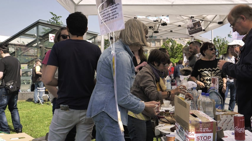 fete : STRASBOURG, FRANCE - MAY 5, 2018: People making a party protest Fete a Macron in front of Gare de Strasbourg - food drinks and political prospectus flyers Stock Footage