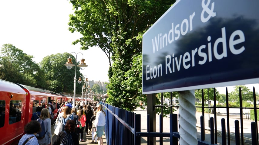 meghan markle : WINDSOR, BERKSHIRE, UNITED KINGDOM - MAY 19, 2018: People walking from train with Windsor Eaton Riverside sign. Royal wedding marriage of Prince Harry and Meghan Markle Stock Footage