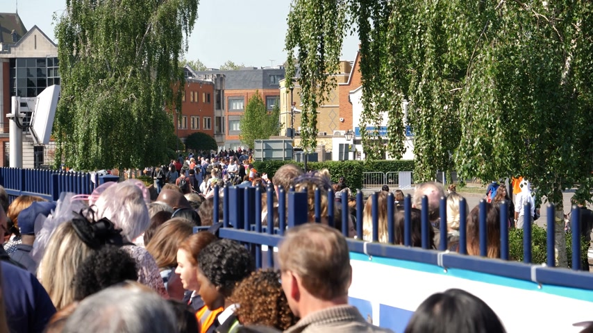 meghan markle : WINDSOR, BERKSHIRE, UNITED KINGDOM - MAY 19, 2018: People walking from train station to central Windsor Castle to Royal wedding marriage of Prince Harry and Meghan Markle