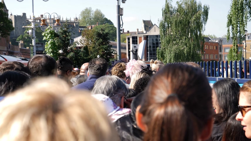 meghan markle : WINDSOR, UNITED KINGDOM - MAY 19, 2018: Big crowd of people walking from train station to central Windsor Castle to Royal wedding marriage of Prince Harry and Meghan Markle