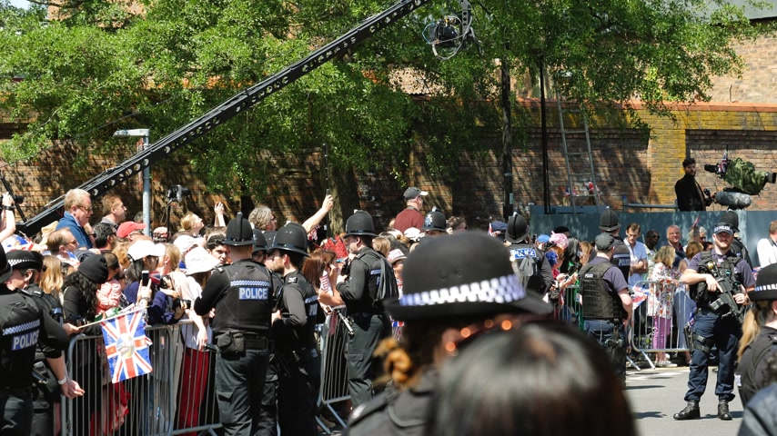 meghan markle : WINDSOR, UNITED KINGDOM - MAY 19, 2018: Constables police surveilling the area for royal wedding marriage celebration of Prince Harry, Duke of Sussex and the Duchess of Sussex Meghan Markle