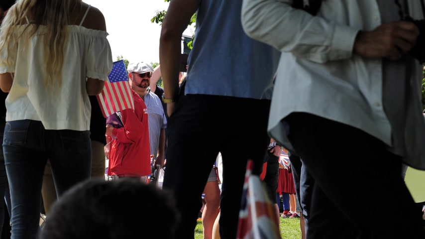 meghan markle : WINDSOR, BERKSHIRE, UNITED KINGDOM - MAY 19, 2018: Woman waving USA American flag during royal wedding marriage celebration of Prince Harry and Meghan Markle Stock Footage