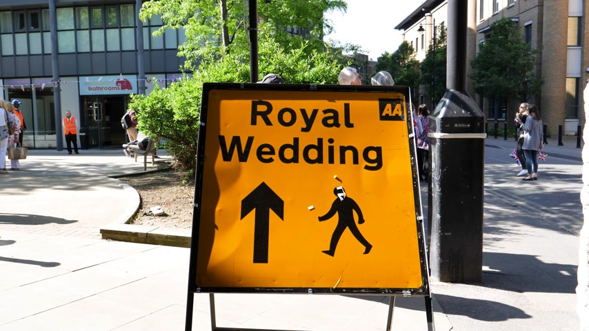 caution sign : WINDSOR, BERKSHIRE, UNITED KINGDOM - MAY 19, 2018: A Royal Wedding road sign is seen in central Windsor on the day of the royal wedding of Prince Harry and Meghan Markle