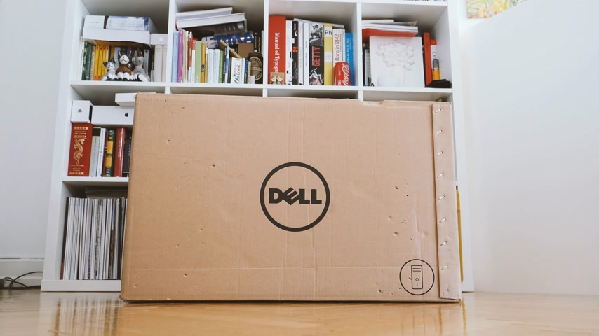 munkaállomás : LONDON, UNITED KINGDOM - CIRCA 2017: Man geek unboxing unpacking with cutter Dell Workstation Server Dell Precision T7920 7910 in living room - large dell logo Stock mozgókép