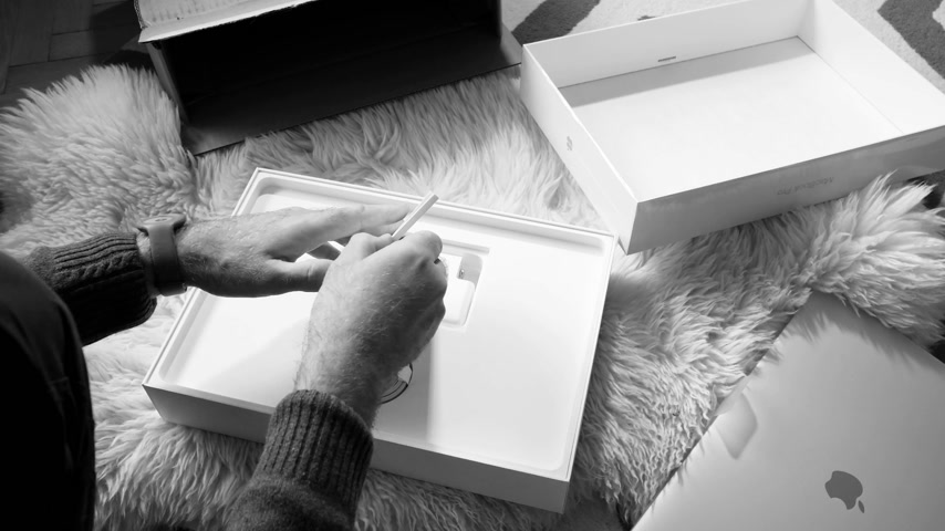 polegada : Paris, France - Circa 2018: Black and white of Time-lapse fast motion of man unboxing Apple MacBook Pro 15 inch with Touch Bar Unboxing and Review