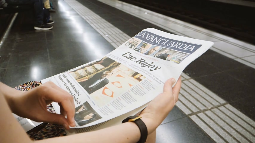 newspaper cover : BARCELONA - JUNE 1 2018: Woman reading in Barcelona Metro station the La Vanguardia newspaper cover Adios Rajoy translated as Mariano Rajoy goodbye and Donald Trump war of allies slow motion Stock Footage