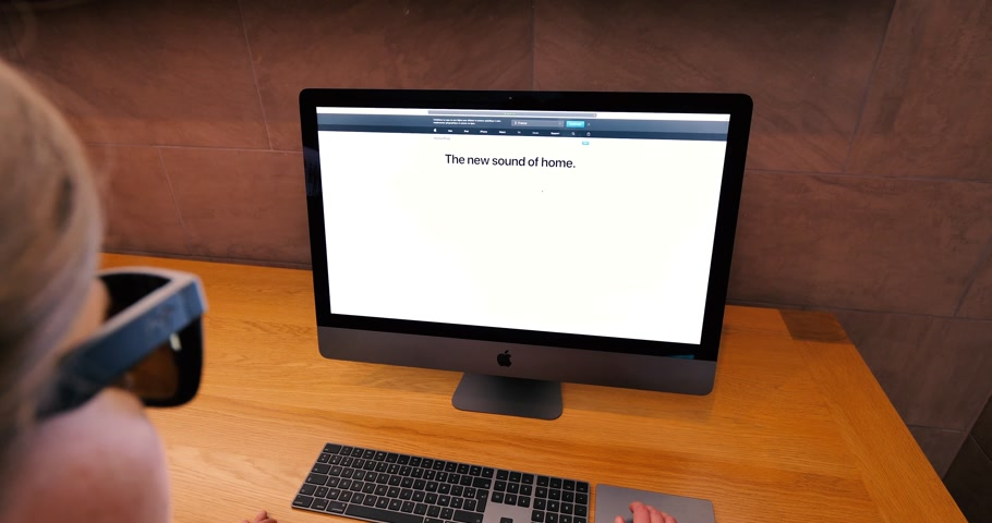 intel : STRASBOURG, FRANCE - CIRCA 2018: woman pov working in Apple Store using the workstation New iMac Pro the all-in-one personal computer in Apple Computers Store website Apple HomePod Stock Footage