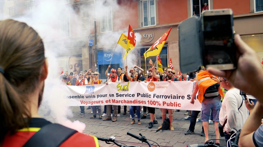 syndicate : STRASBOURG, FRANCE - JUN 20, 2018: Slow motion of people with flares at SNCF French train worker demonstration strike protest against Macron French government string of reforms slow motion Stock Footage