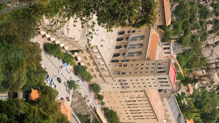 испанский : Vertical footage of parallax zoom motion moving effect to the funicular moving up to the Benedictine abbey Santa Maria de Montserrat  - great for IG story 4k uhd