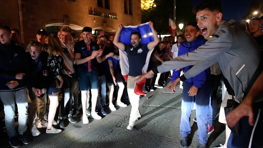 végső : STRASBOURG, FRANCE - JULY 10, 2018: French fans erupt with joy shaking cars in central Strasbourg - France wins its semi-final World Cup match against Belgium