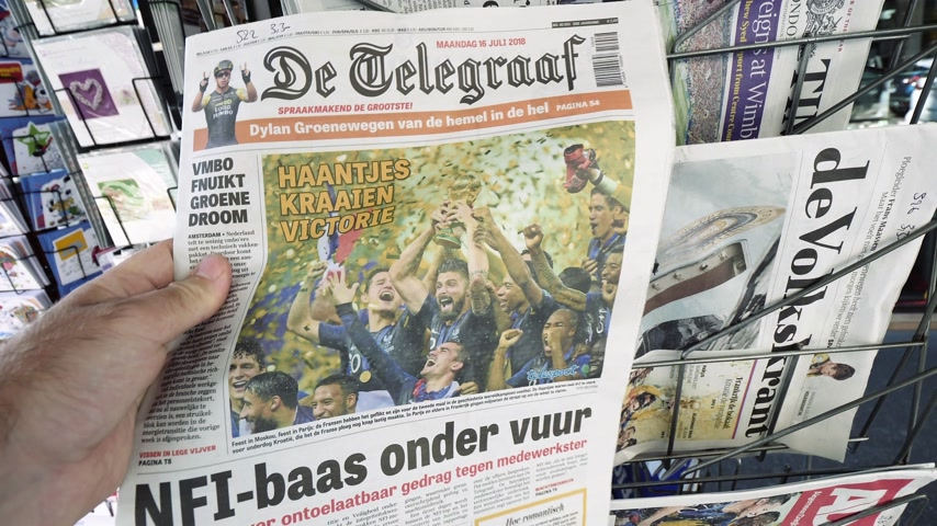 başarılı : PARIS, FRANCE - JUL 16, 2018: Man buying De Telegraaf newspaper announcing France champion title after French national football team won their FIFA World Cup 2018 final game against Croatia in Moscow Stok Video
