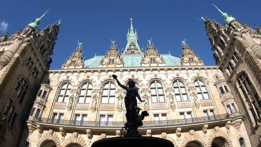 rathaus : The courtyard is decorated with a Hygieia fountain in majestic Hamburg City Hall Hamburger Rathaus facade the seat of local government of the Free and Hanseatic City of Hamburg