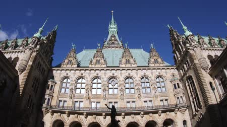 rathaus : HAMBURG, GERMANY - CIRCA 2018: Tourists admiring the courtyard decorated with a Hygieia fountain in majestic Hamburg City Hall Hamburger Rathaus facade the seat of local government of the Free and Hanseatic City of Hamburg