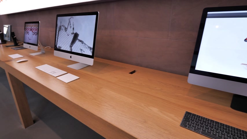 intel : STRASBOURG, FRANCE - CIRCA 2018: New iMac Pro the all-in-one personal computer in Apple Computers Store with website of Apple showcasing the home page with new iPhone X and new iPad