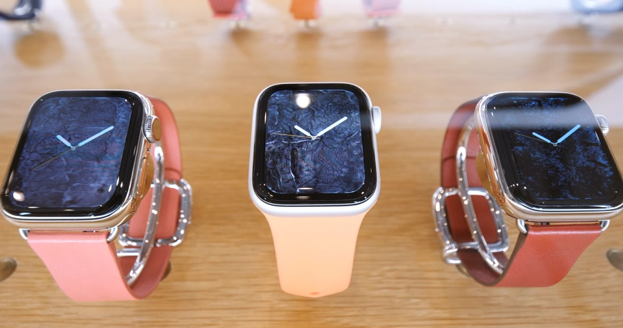 série : STRASBOURG, FRANCE - SEP 21, 2018: Apple Store the new latest Apple Watch Series 4 wearable personal luxury watch in pink gold new luxury devices sport trackers