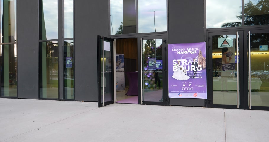 convenção : STRASBOURG, FRANCE - CIRCA 2018: Palais de la Musique et des Congress expo musical hall in Strasbourg - entrance to Wedding expo Grands Salon du Marriage