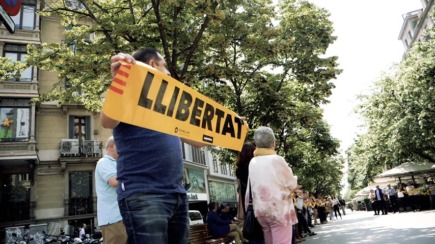 crackdown : BARCELONA, SPAIN - CIRCA 2018: Street scene in Barcelona Crowd yelling Llibertad Liberty at protest after Catalan referendum crackdown - angry citizens protesting