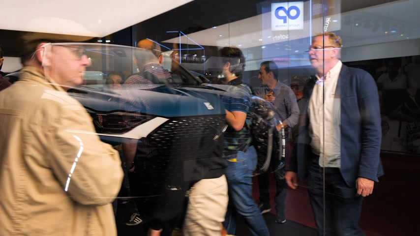 citroen : PARIS, FRANCE - OCT 4, 2018: Customers curious people admiring new new luxury Citroen SUV DS 3 Crossback at International car exhibition Mondial Paris Motor Show glass refection Stock Footage