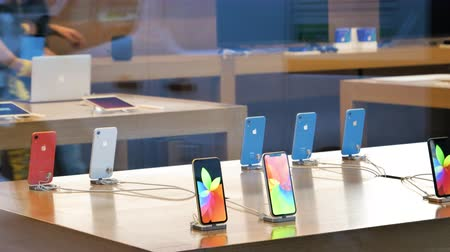 srovnávat : STRASBOURG, FRANCE - OCT 26, 2018: Hero object of the latest blue red yellow and white new iPhone XR smartphone in Apple Store Computers during the launch day - view from the street people shopping in background Dostupné videozáznamy
