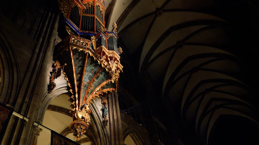 asma : STRASBOURG, FRANCE - DEC 23, 2017: Majestic Strasbourg Notre-Dame cathedral wide plan of the beautifully decorated interior for the winter holidays with big suspended organ - tilt to visitors Stok Video
