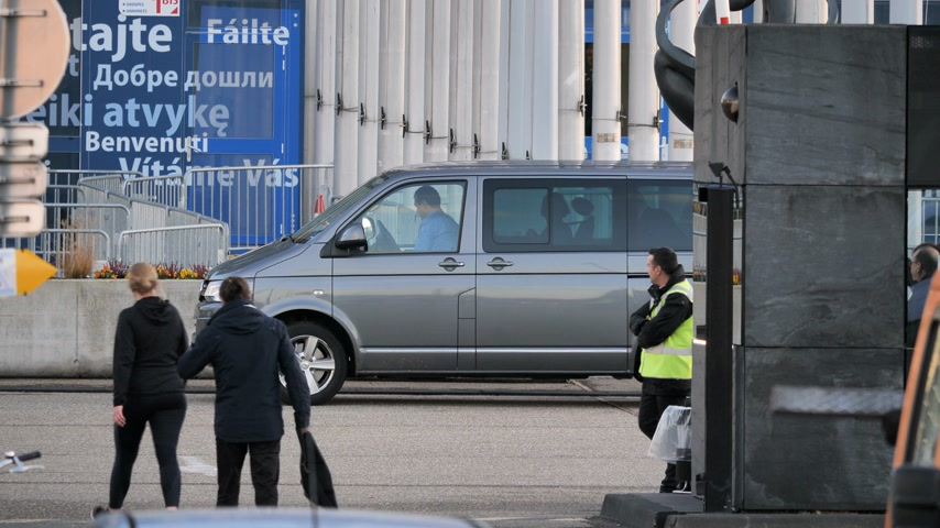parlamento : STRASBOURG, FRANCE - CIRCA 2018: MEPs parliamentarians visitor guest in Volkswagen van leaving the European Parliament during the plenary session Stok Video