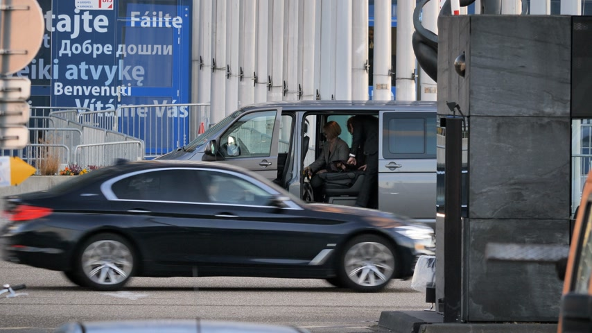volkswagen : STRASBOURG, FRANCE - CIRCA 2018: Time-lapse fast motion MEPs parliamentarians visitor guest entering Volkswagen van leaving the European Parliament during the plenary session