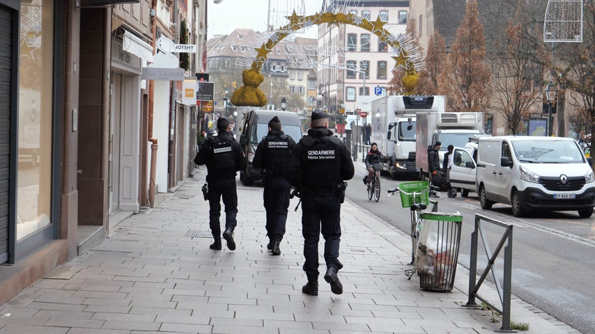 anti terrorism : STRASBOURG, FRANCE - DEC 11, 2018: Armed police officers gendarmerie gendarmes surveilling city center after the terrorist attack in the Strasbourg Christmas market area