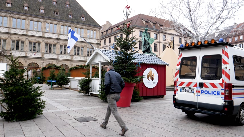 anti terrorism : STRASBOURG, FRANCE - DEC 11, 2018: Closed empty Village Finlandais after the terrorist attack in the Strasbourg Christmas market area Stock Footage
