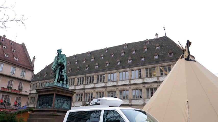 tilt down : STRASBOURG, FRANCE - DEC 11, 2018: SWR3 Tilt-down to Media TV Van in empty Place Gutenberg after the terrorist attack in the Strasbourg Christmas market area SWR3 Besser Informiert Stock Footage