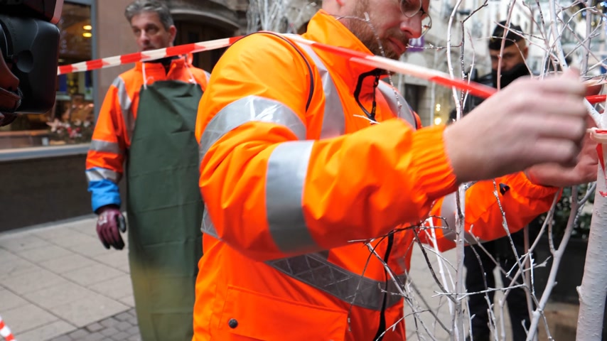 armado : STRASBOURG, FRANCE - DEC 11, 2018: Public services workers preparing to clean blood traces of terrorist attacks on Rue des Orfevres a day after Cherif Chekatt killed at least two people and wounded 12