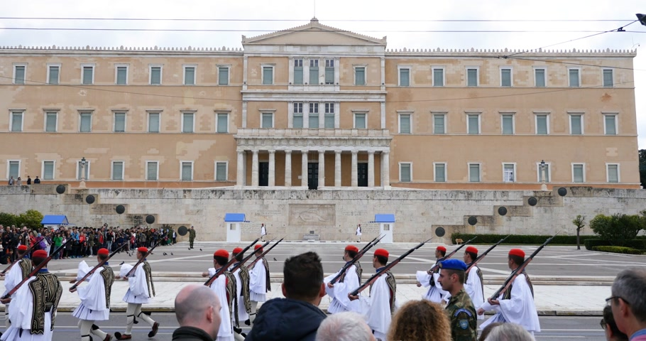 sconosciuto : ATHENS, GREECE - CIRCA 2018: documentary newsworthy footage of official change of Honor Evzones guard in front of  the Tomb of the Unknown Soldier at the Parliament Building in Syntagma Square, Athens, Greece Filmati Stock
