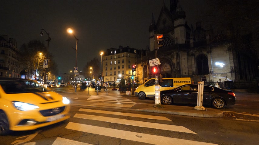 luifel : PARIS, FRANCE - CIRCA 2019: Cars, taxis on the Boulevard de Strasbourg with Gare de Est in the background - night scene of Paris with Saint-Laurent building in the background (right)