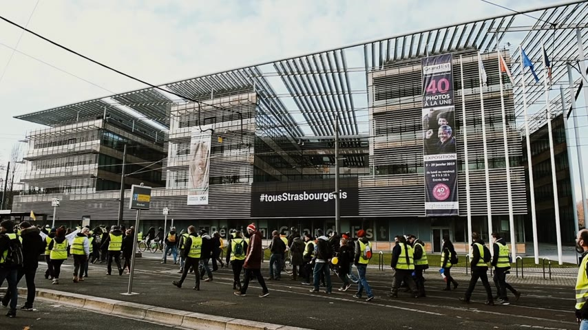 austerity : STRASBOURG, FRANCE - FEB 02, 2018: People demonstrating in front of Maison de la Region Grand Est - Gilets Jaunes Yellow Vest manifestation on the 12 Saturday of anti-government demonstrations Stock Footage
