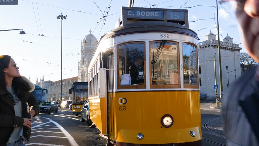 césar : LISBON, PORTUGAL - CIRCA 2019: Male tourist using iPhone smartphone to take photo of Remodelado tram with Mosteiro dos Jeronimos in the background in Praca do Imperio VHS vintage tape