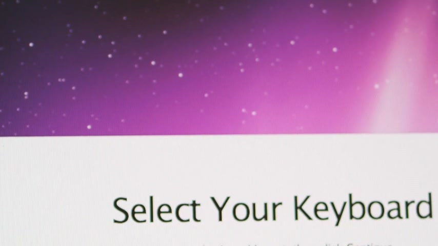canadense : CALIFORNIA, UNITED STATES - CIRCA 2014: Tilt-down to Apple Computers new desktop computer iMac with select your keyboard with US and Canadian English options available Stock Footage