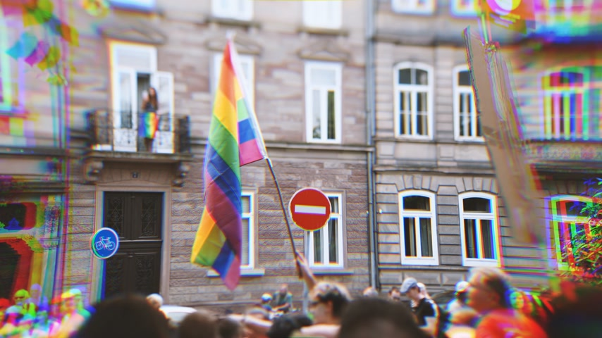 seksualiteit : Distorted RGB displacement tilt-shift lens over large crowd of people waving rainbow flags at annual FestiGays pride gays and lesbians parade marching French streets dancing fun party atmosphere